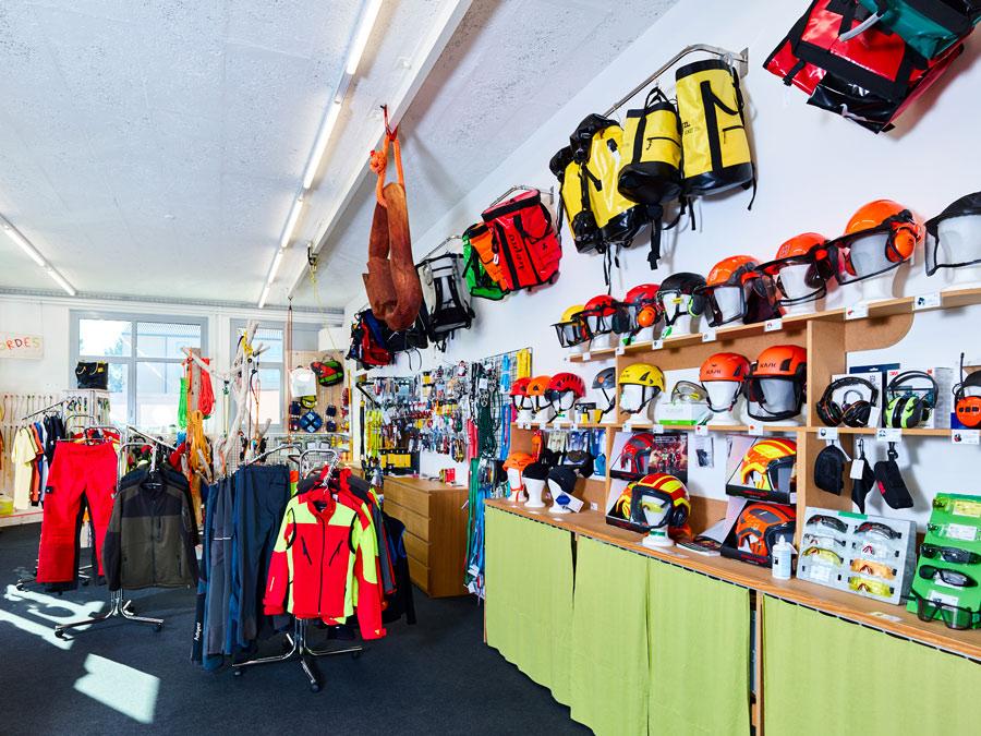 Découvrez nos casques, vestes, pantalons et sac pour professionnels